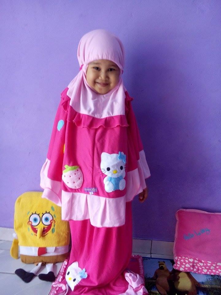 Evi-Acii-Mukena-Hello-Kitty-Pink
