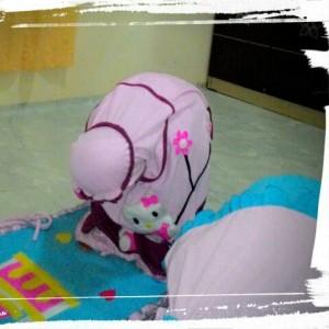 Siti-Choiriyah-Mukena-hello-kitty-biru-dan-mida-pink-2