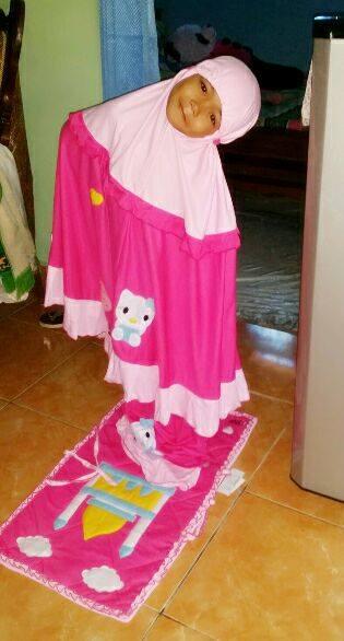 rina-rahan-mukena-hello-kitty-pink
